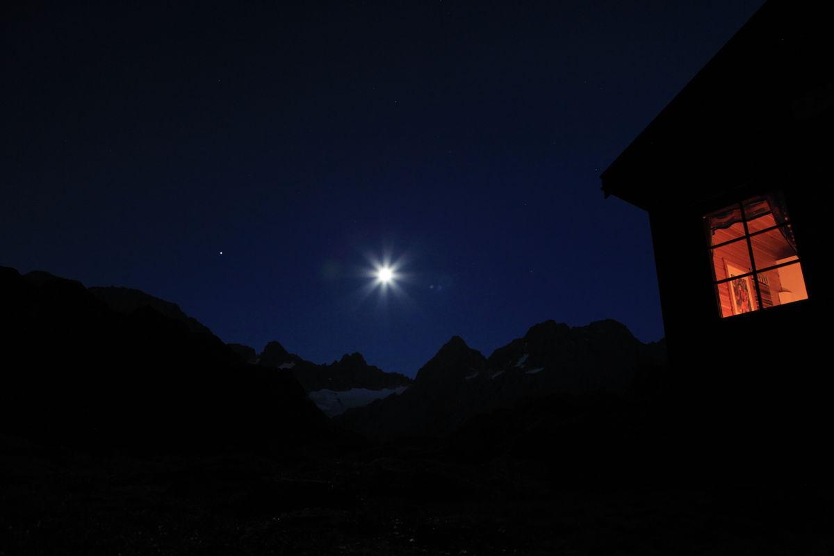 Månelyst ved Trollfjordhytta
