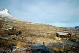Sen høst - han har strødd melis På Djeveltanna, som en har flott utsyn til fra Lurfjellhytta - Foto: Hans-Magnus Herstad