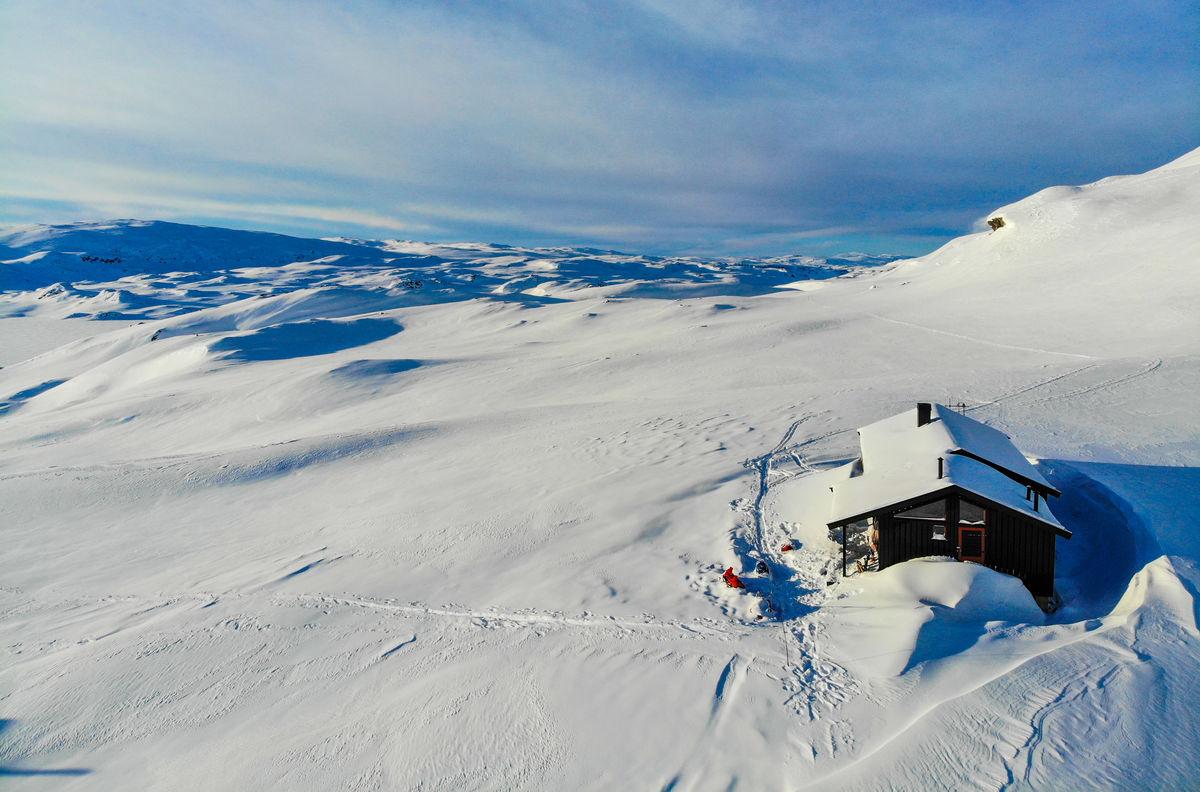 Holmavatnhytta er STFs høyestliggende hytte, og byr på et knallflott skiterreng.
