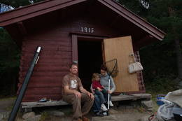 Den vesle fiskerhytta er et kulturminne du kan overnatte i og nyte vakre omgivelser. - Foto: Kyrre Hurum, Oslofjordens Friluftsråd