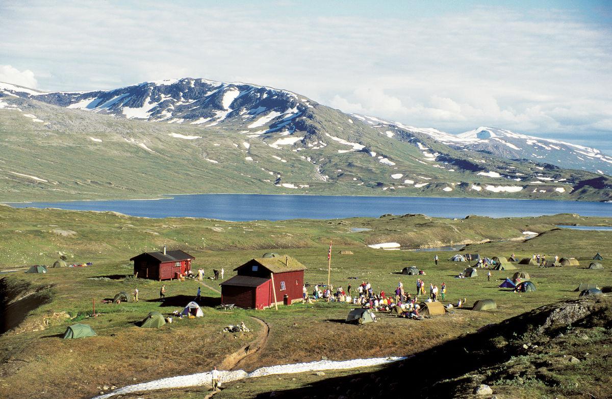 Hyttene ligger på ei slette som er velegnet for telt, og mange fjellfester har av den grunn blitt avholdt her.
