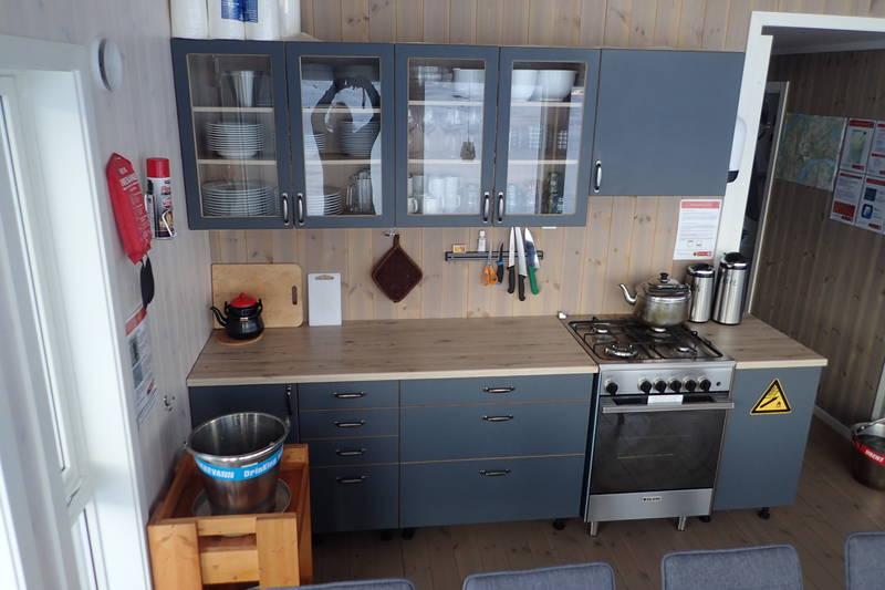 KGodt utstyrt kjøkken med steinovn