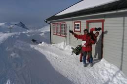 Framme ved Danskehytta, påsken 2006. Håvard (til høyre) og Øystein Lia - Foto: Torfinn Evensen