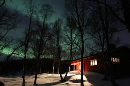 Bjørnhaugen under nordlyset - Foto: Raymond Riise