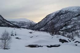 Kvitlen utsikt ut vindu vinter, ikke egna skiterreng. Ski for spesielt intreserte - Foto: Steven Hegelstad
