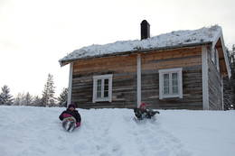Aketur nedenfor hytta - Foto: Hanne Olafsen