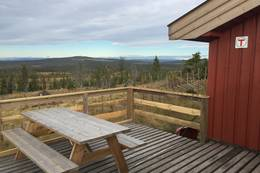 Terassen med utsikt mot bl.a. Brumundkampen - Foto: Margrete Ruud Skjeseth