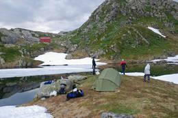 Teltere ved Tj¿rnadalsvatnet ved H¿gabu. - Foto: Torill Refsdal Aase