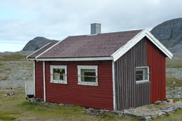 Røde Kors hytta på Kvaløya -  Foto: Johan Grell