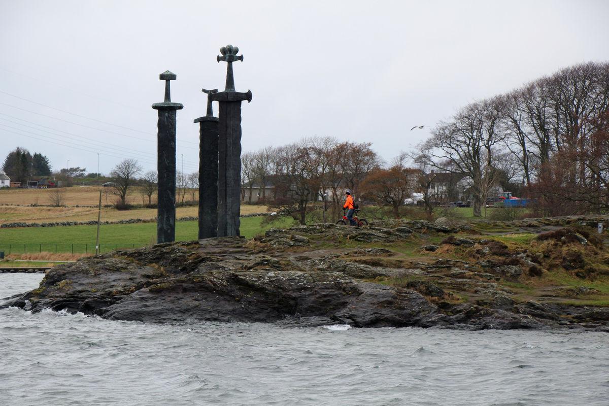 """Monumentet """"Sverd i fjell"""" til minne om slaget ved Hafrsfjord"""