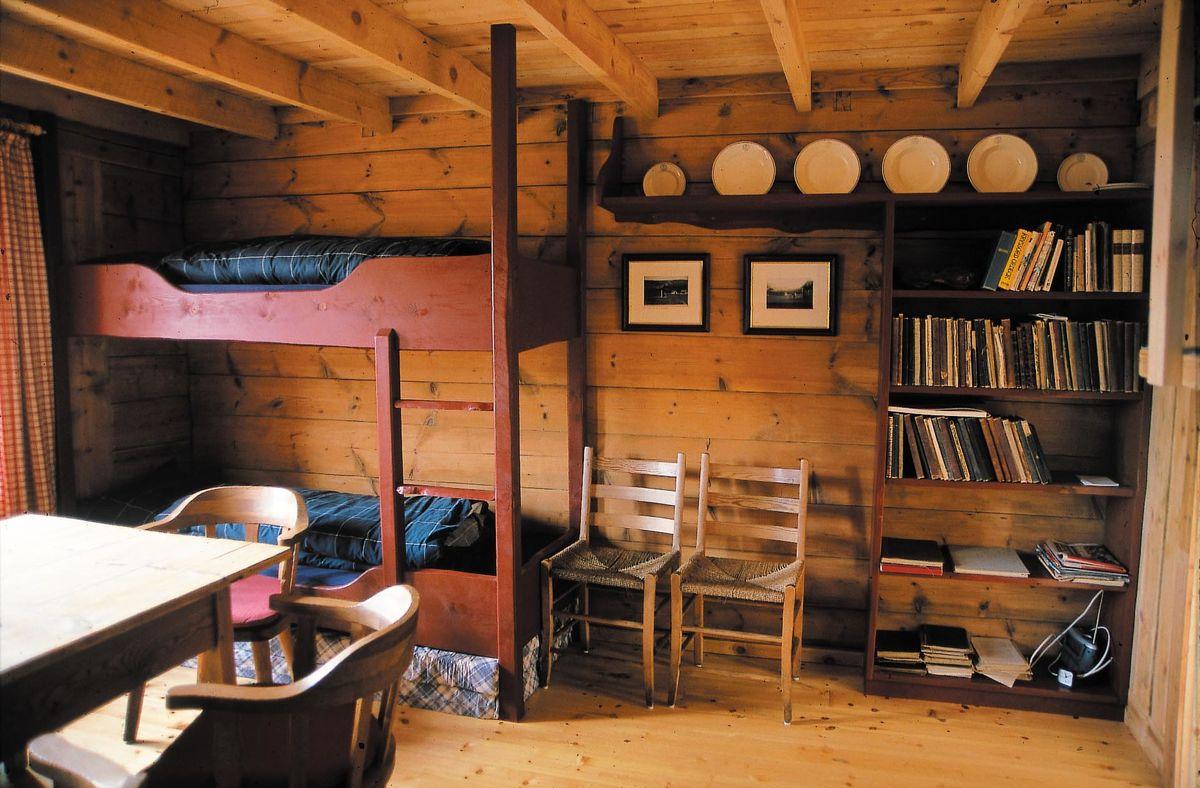 Den gamle hytta er fullt restaurert i opprinnelig stil hytta er fra 1891