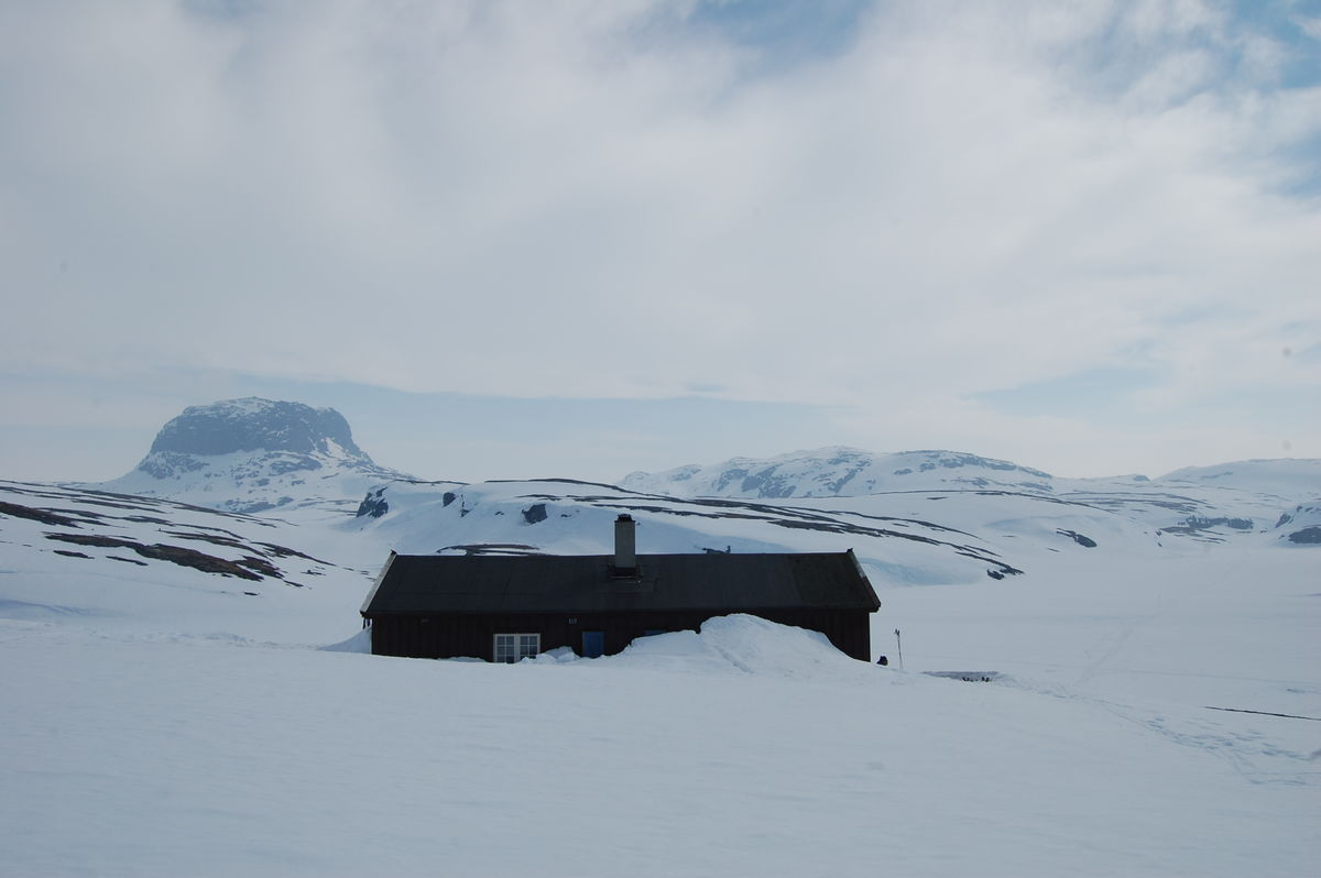 Torehytten ligger vest på Hardangervidda og har vakker utsikt mot Hårteigen