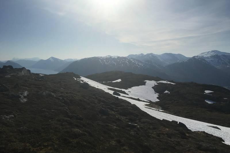 Utsikt mot vest der vi ser Tindefjellet
