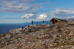 Gapahuken Kværmannsbu bygget til minne om Torgeir Limstrand - Foto: Henrik Dvergsdal