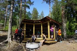 Hvitsteintjenn gapahuk -  Foto: Katrine Tellsgård