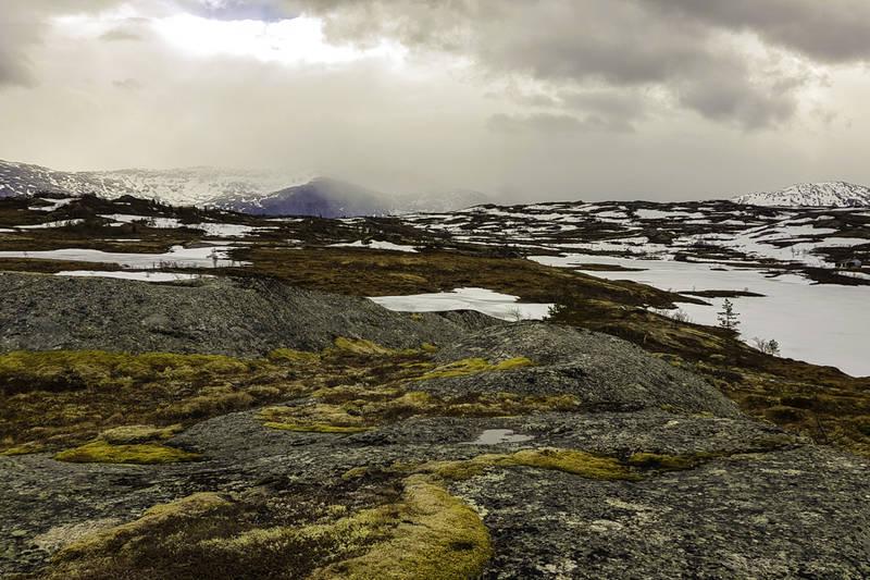 Litt av Tennvatnet til høyre i bildet. Bildet er tatt sørover.