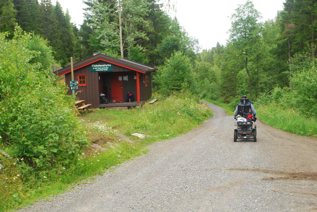 Fra Fiskelaushytta går turen samme vei tilbake til Mønevann og Losby.