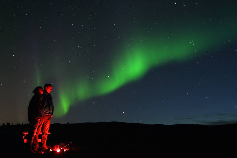 Nordlys sett fra bålet, på Nonsbu hytte (i nærheten av Tromsø), 9 september 2010