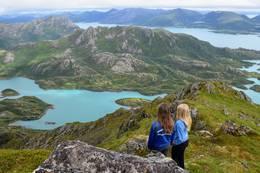 På toppen av Breitind med utsikt mot Hellfjorden - Foto: Kristin Green Nicolaysen