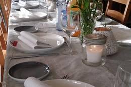 Leier du hytta kan du selv dekke bord og invitere gjester - Foto: Sinja Marie Hargaut