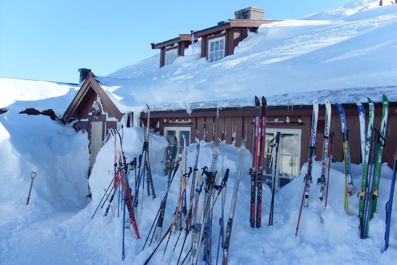 Mange har lagt turen innom Krækkja. Bildet viser hytta med det gamle inngangspartiet