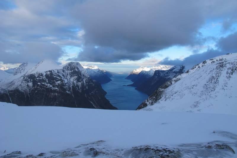 Utsikt over Hjørundfjorden