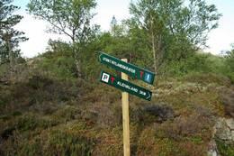 Nedanfor utsiktspunktet kan du velge om du vil gå same vegen tilbake, eller om du vil gå ned til STF si merka turløype mellom Kleivaland og bla. Melands Grønahei - Foto: Eldfinn Austigard
