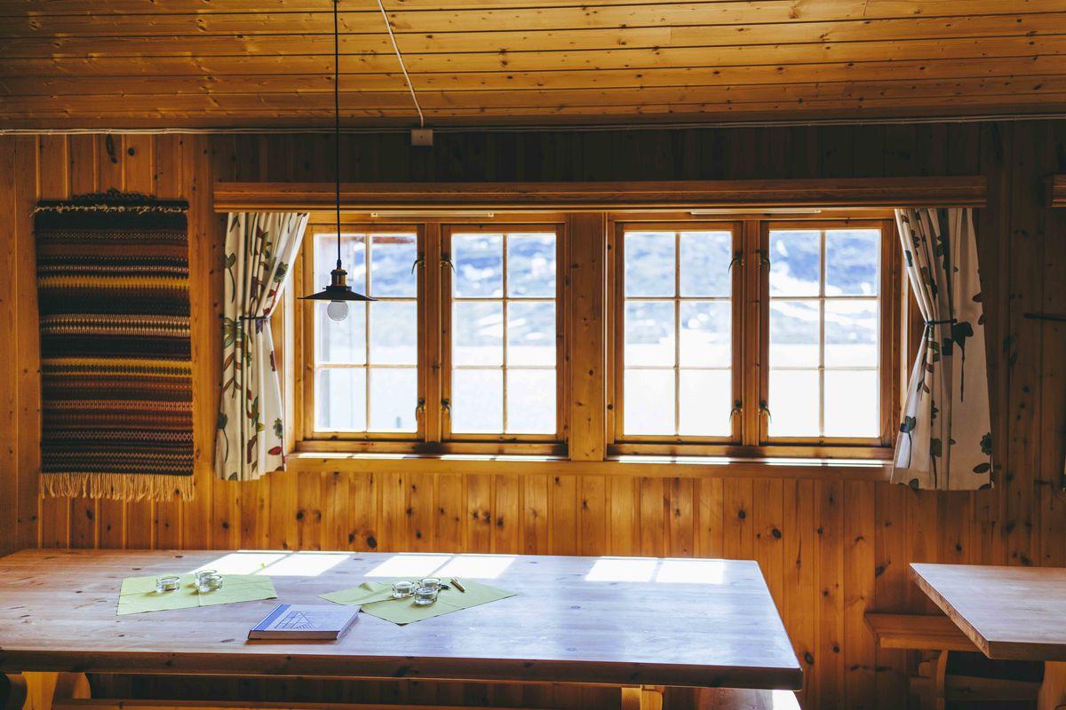 Siste utvidelsen av hytta var i 2007, og Veltdalshytta framstår nå som en ny og moderne selvbetjeningshytte.