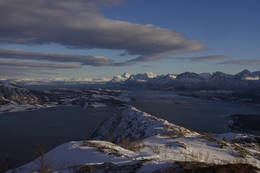 Utsikten når man kommer opp på ryggen mot Hammarøy. - Foto: Paul Fortun