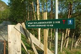 På deiførste 5-600 m frå Kleivaland går stien langs STF si merka rute til bla. Melands Grønahei - Foto: Eldfinn Austigard