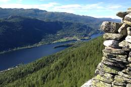 Utsikt over Norefjord -  Foto: Målfrid Toeneiet