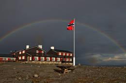 Snøheim under regnbuen sommer 2013 - Foto: Bjørnar Ivarson