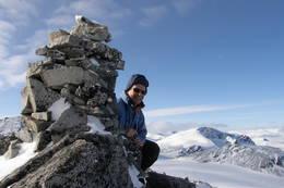 Toppen av austre Memurutind 2301 moh mot Leirhø. - Foto: Einar Elvesæter