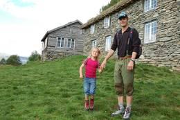 Fuglesteg i Luster er et perfekt turmål for en 6-åring. Ikke minst pga de fantastiske vaflene som venter på hytta <br /> - Foto: Mona Winge
