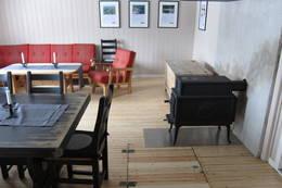 To vedovner for oppvarming på hytta.  - Foto: Hilde Løken Magnussen