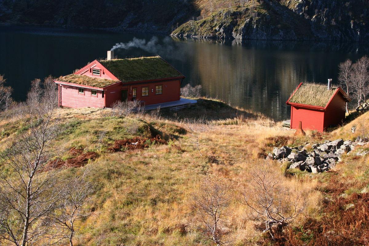 Storavassbu med Storavatnet i bakgrunnen.