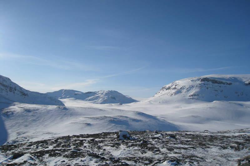 Vill og vakker natur er noe av det beste med å være i Indre Troms. Her kan man nyte utsikten av uberørt natur og flotte fjell. Dette bildet er tatt ikke så langt fra Voumahytta, 29.03.2011