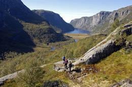 På vei ned til Viglesdalen som skimtes i det fjerne - Foto: Odd Inge Worsøe
