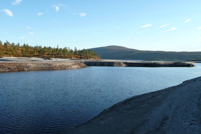 Turen starter ved Samsjøen.