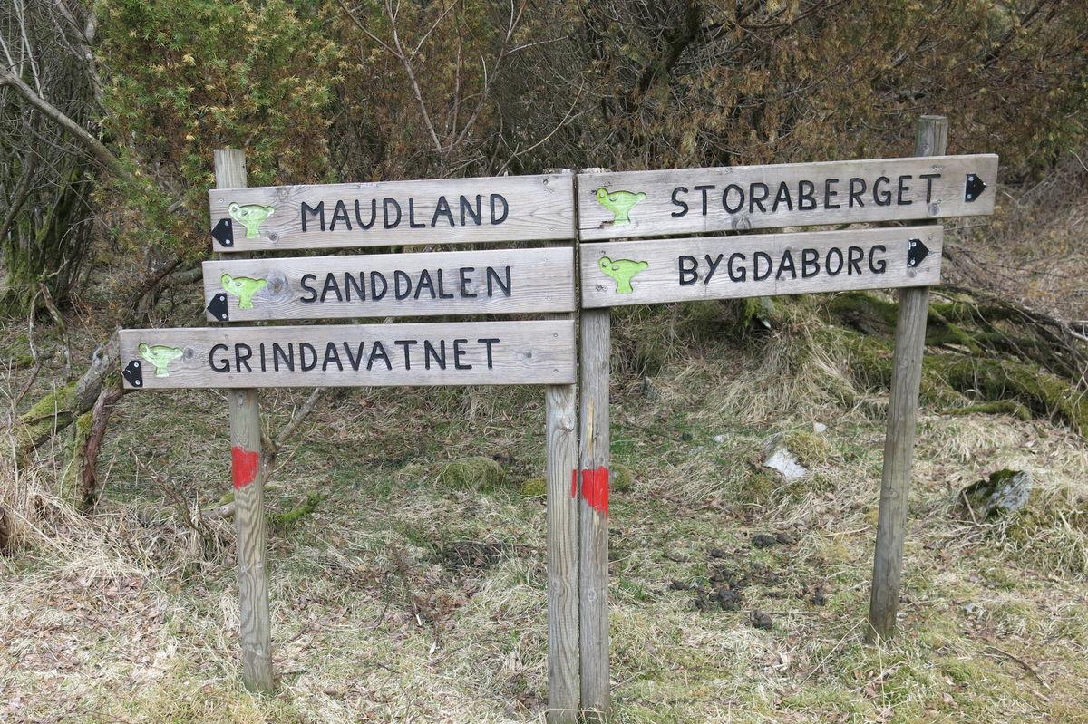 Sandnes kommune har rød-merket løypene og satt opp gode skilt.