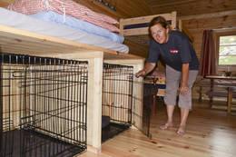 Olavsbu har egen hundeavdeling med flere bur. Perfekt for både tobeinte og firbeinte!  - Foto: Ida Amelie Helgesen