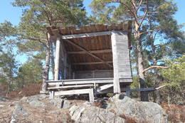 Drangsholt og Grødum velforening har bygget gapahuken på Falkodden. - Foto: Øyvind Brennsæter