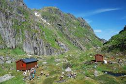 Lille Trollfjordhytta med utsikt mot øst - Foto: Bjørn Eide