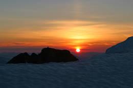 Solenedgang fra Skåla. - Foto: Svein Ulvund