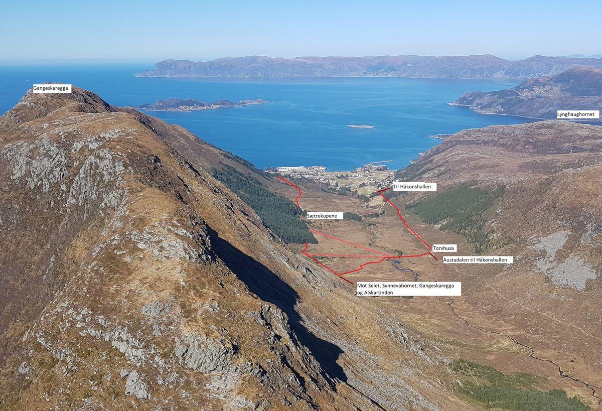 Oversiktsbilde tatt fra Alskartinden. Bildet viser også de ulike rutene videre.