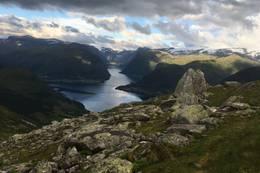 Utsikt frå toppen mot Kjøsnesfjorden  -  Foto: Anne Cecilie Kapstad