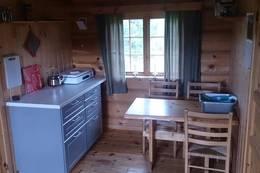 I juli 2017 ble det montert ny kjøkkenløsning på den ubetjente hytta på Åkersætra. - Foto: