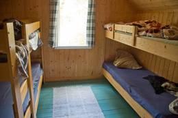 I Hovedhytta er det sengeplass til ti fordelt på tre soverom.