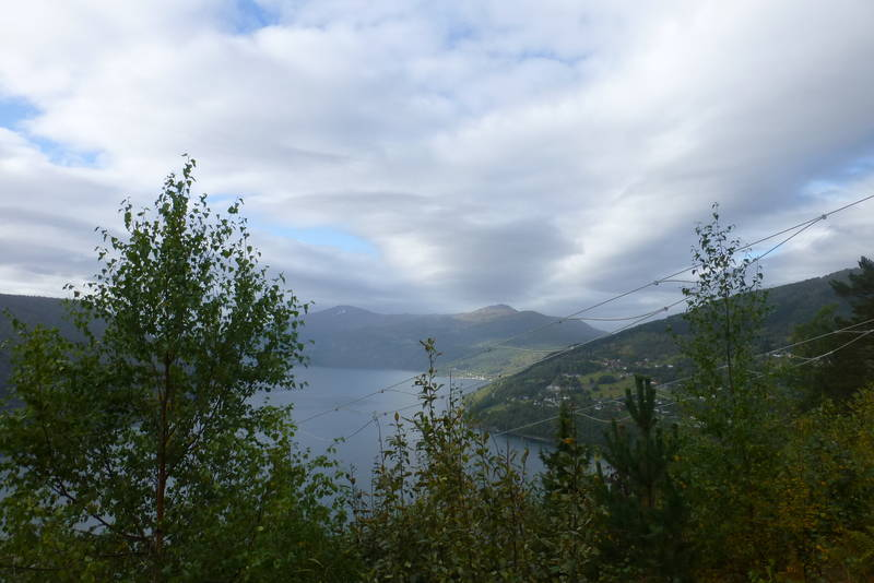 Utsikt til fjorden, Bergsida og Faleide.
