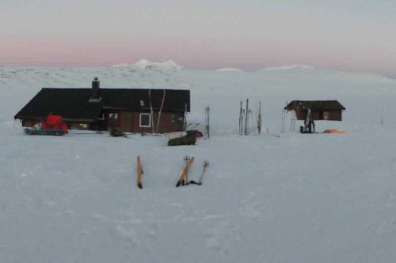 Kveldslys i horisonten en sein vinterdag